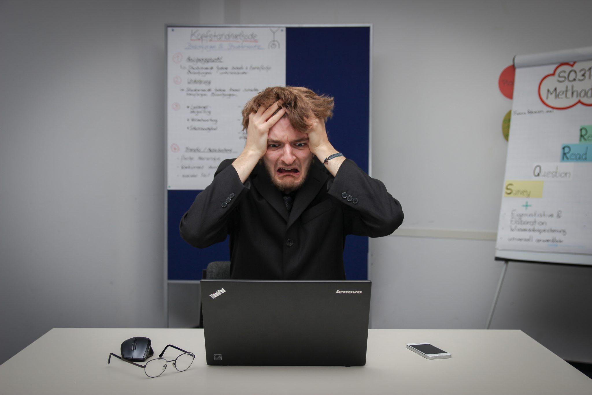 5 erori de comunicare cu clienții pe care trebuie să le eviți