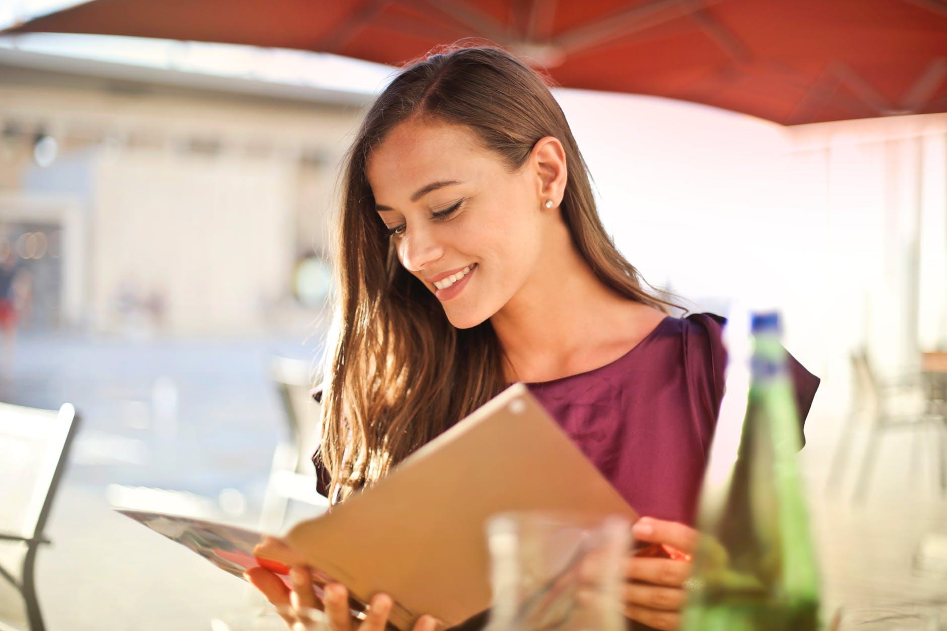 Тайные покупатели выяснили, из каких магазинов белорусы выходят самыми счастливыми